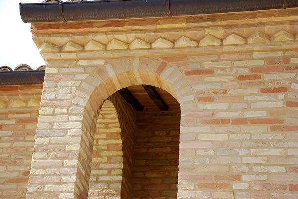 I mastri fornaciai foto pezzi speciali - Cornici finestre in mattoni ...